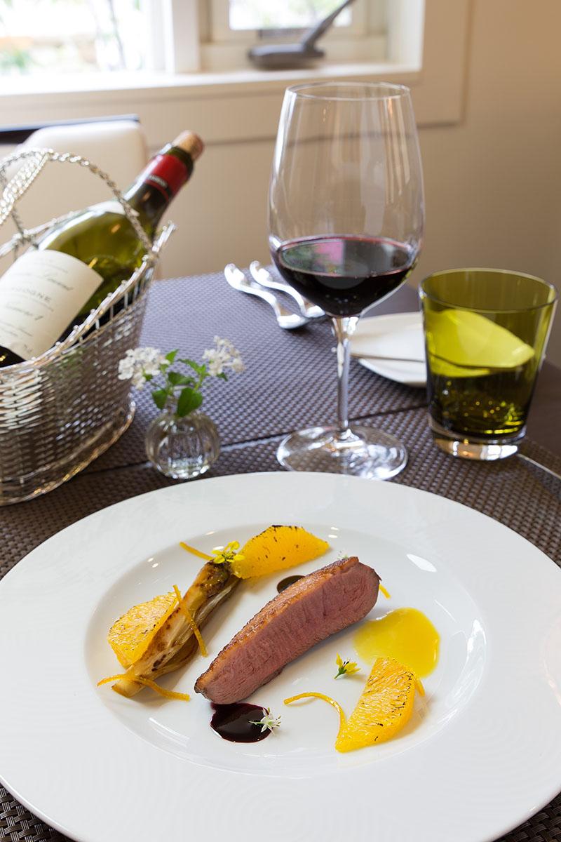フランス産仔鴨のロースト<br />アンディーブのオレンジ風味とそのジュのソース