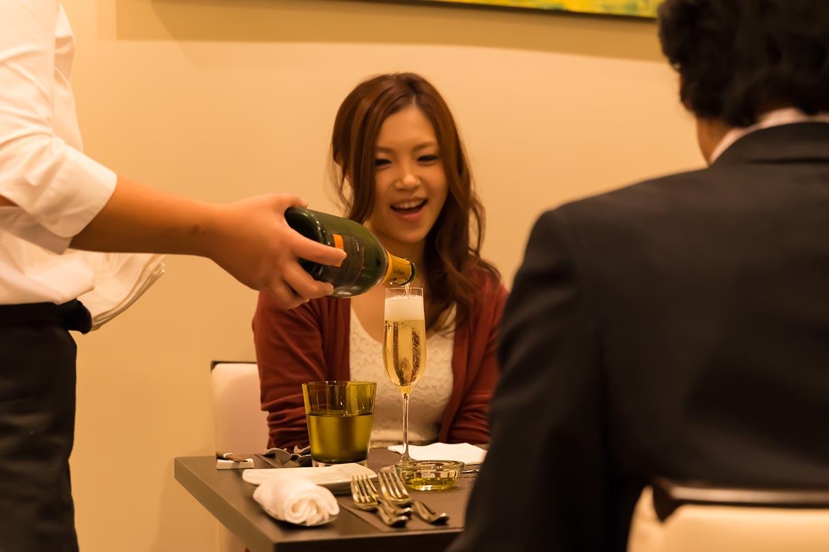 素敵なディナーのスタートはまずはシャンパンで